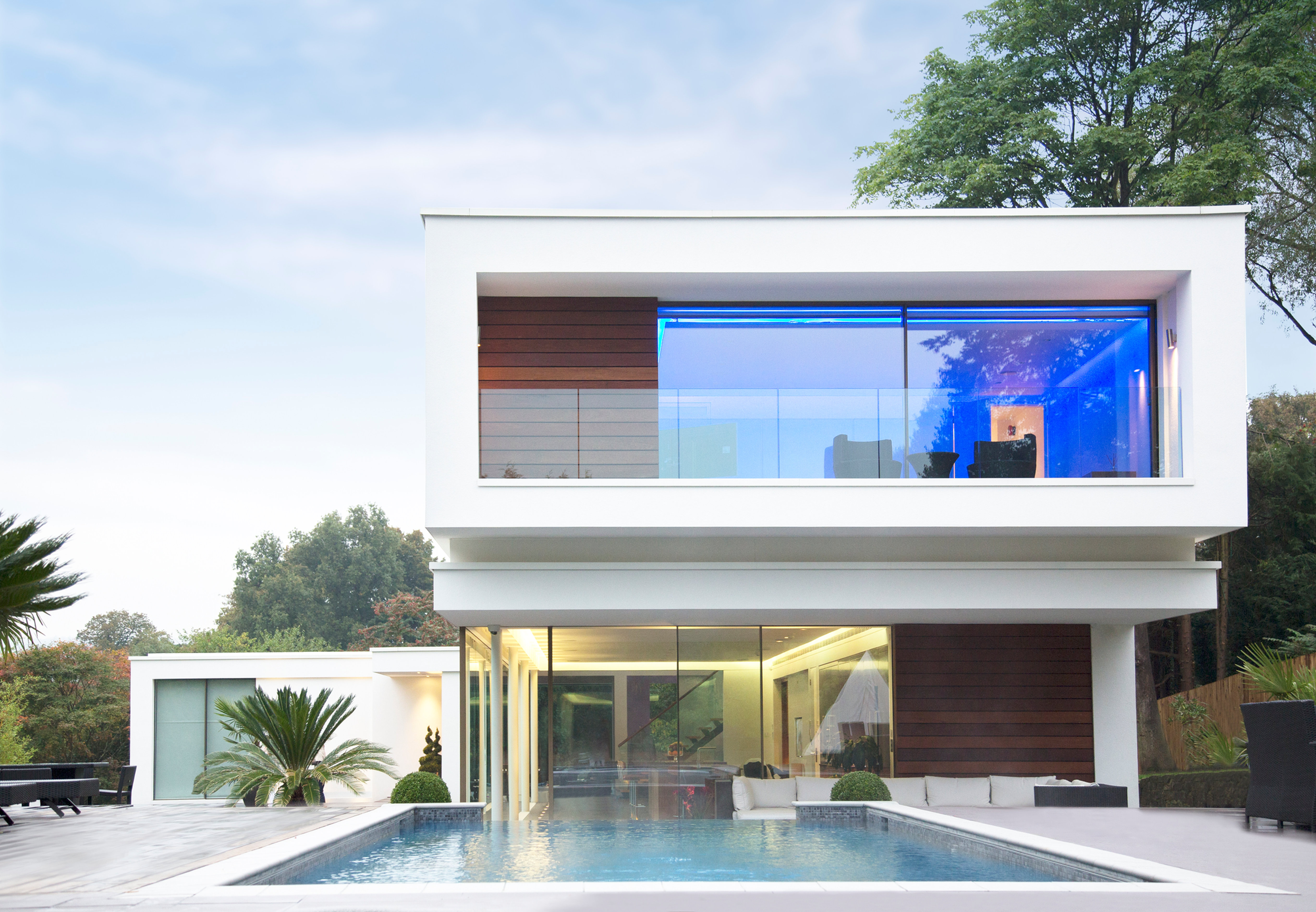 Website Modern House With A Pool