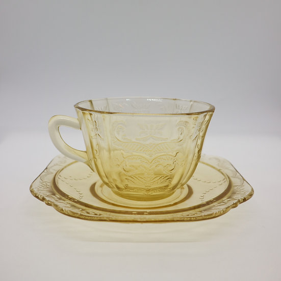 Federal Madrid Depression Glass Cup and Saucer set of 4