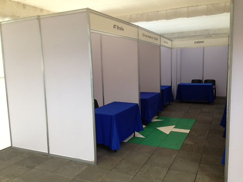 Stands Octanorm 3x2 con mesa