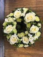 Neutral open wreath