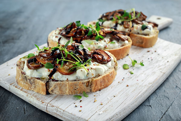 Garlic mushrooms on toast.jpg