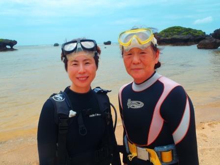 沖縄 青の洞窟 体験ダイビング 高齢者
