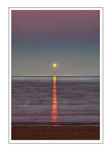Moon Rise_Sea_Water_Reflection_Glow