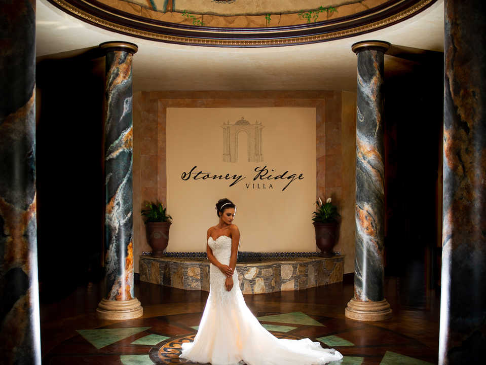 Beautiful bride in the center of a rotunda