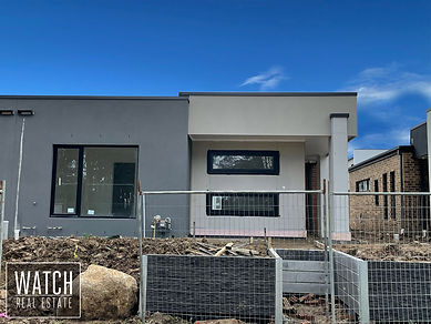Townhouse located near the corner of Whiteside Rd and Princess Hwy.