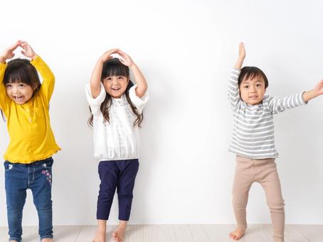 Actif pour la vie propose : 49 activités physiques plaisantes à faire avec des enfants de 2 à 4 ans.