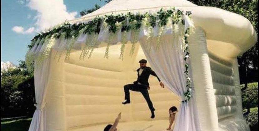 16.5 ft. White Wedding Bouncer