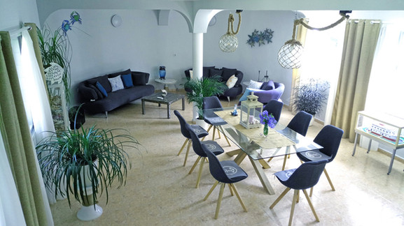 8. Lounge/Dining room