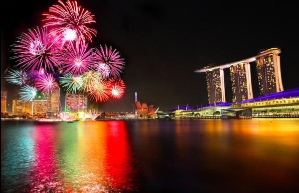 Singapore-National-Day-Parade-firework-2012-600x388.jpg