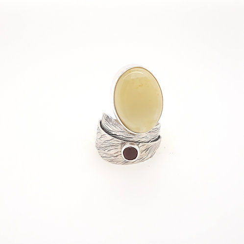 Dorota Cenecka - Ring Satin Collection with Garnet