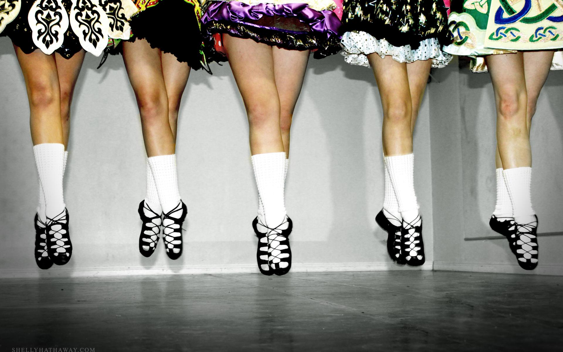 635697207616117707382022381_irish_dance_group_jump_wallpaper_1920x1200