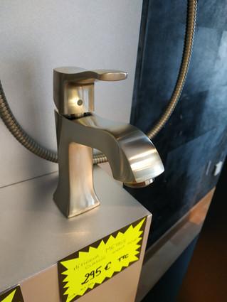 Mitigeur lavabo Metris Classic aspect acier 295€ TTC