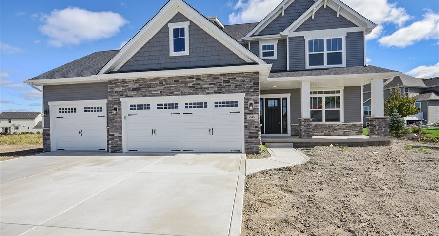 01_848HighlandsDrive_57_FrontView_LowRes