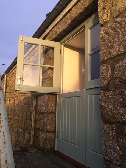 Painted Sapeli Hardwood Door and sidelig