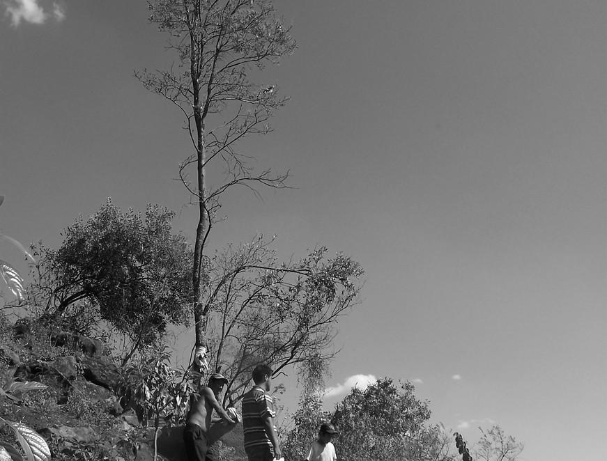 Nombre: Un día en la mina  Autor: Mauricio Ramsés Hernández Lucas   Lugar: San Juan Tlacotompa, Estado de México  Matrícula de Catálogo: potl-com-98  Clasificación: Etnográfica   Fecha: 21/03/2010  Ángulo: A nivel  Plano:  General  Orientación:  Vertical