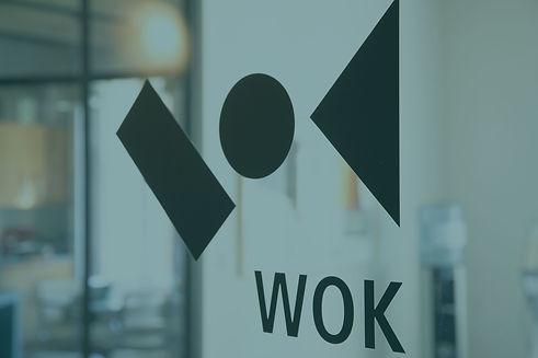 Agenturbild_WOK_Eingangstuer_Logo.jpg