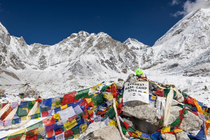 EVEREST WITHOUT A GUIDE