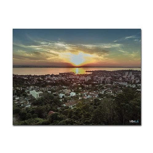 Fotografia aérea tirada com drone do pôr do sol no Parque Natural Morro do Osso em Porto Alegre - RS - Brasil