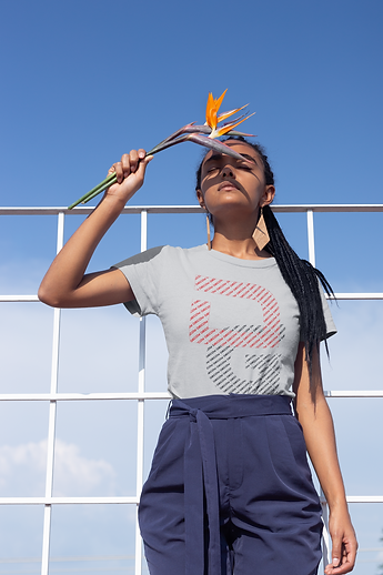 t-shirt-mockup-of-a-girl-with-braids-hol