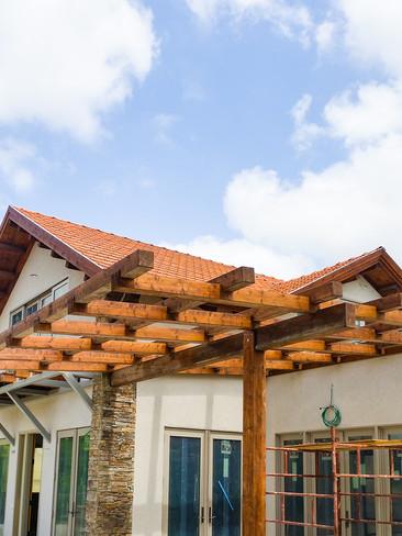 בניית בית עץ כולל פרגולה