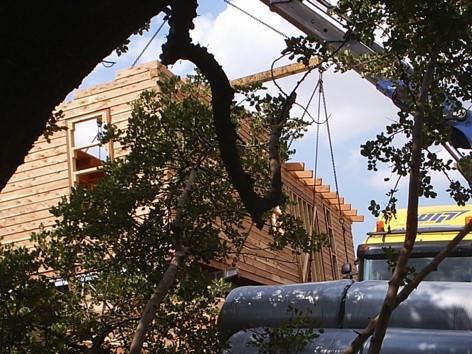 בית יביל מעץ מונח בשטח
