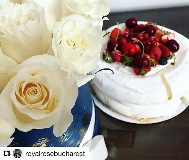 #Repost _royalrosebucharest with _repostapp_・・・_Combinatia perfecta pentru a ii surprinde pe cei dra