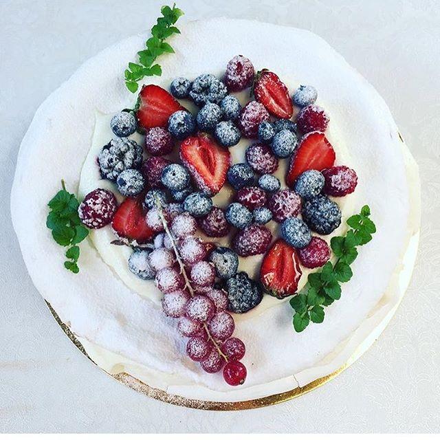 La mulți ani, _roxanavoloseniuc!!! Suntem tare nerăbdători sa te întorci din vacanța pentru cel mai
