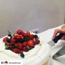 #Repost _alinaaliman with _repostapp_・・・_Dinner with friends _tortdebezea #sweet #tortdebezea #fruit