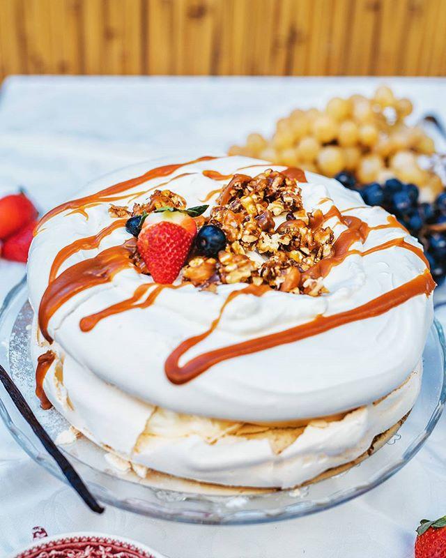 Bezeaua crocanta, nucile caramelizate si fructele proaspete sunt 3 lucruri esentiale pentru o saptam