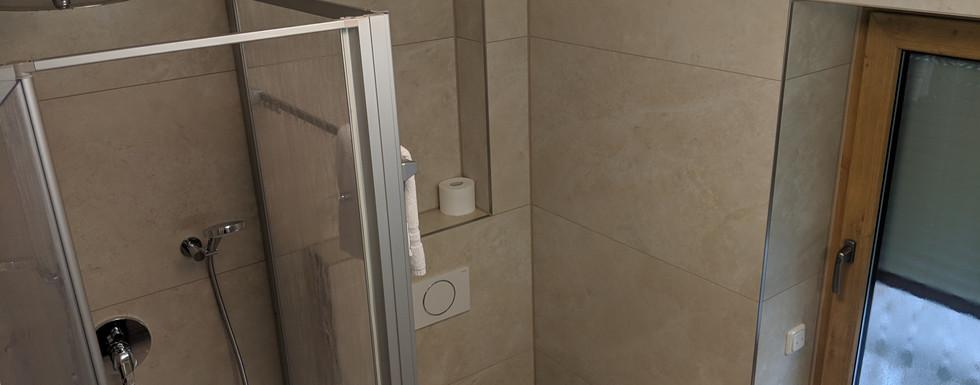 Zweibettzimmer Bad.jpg