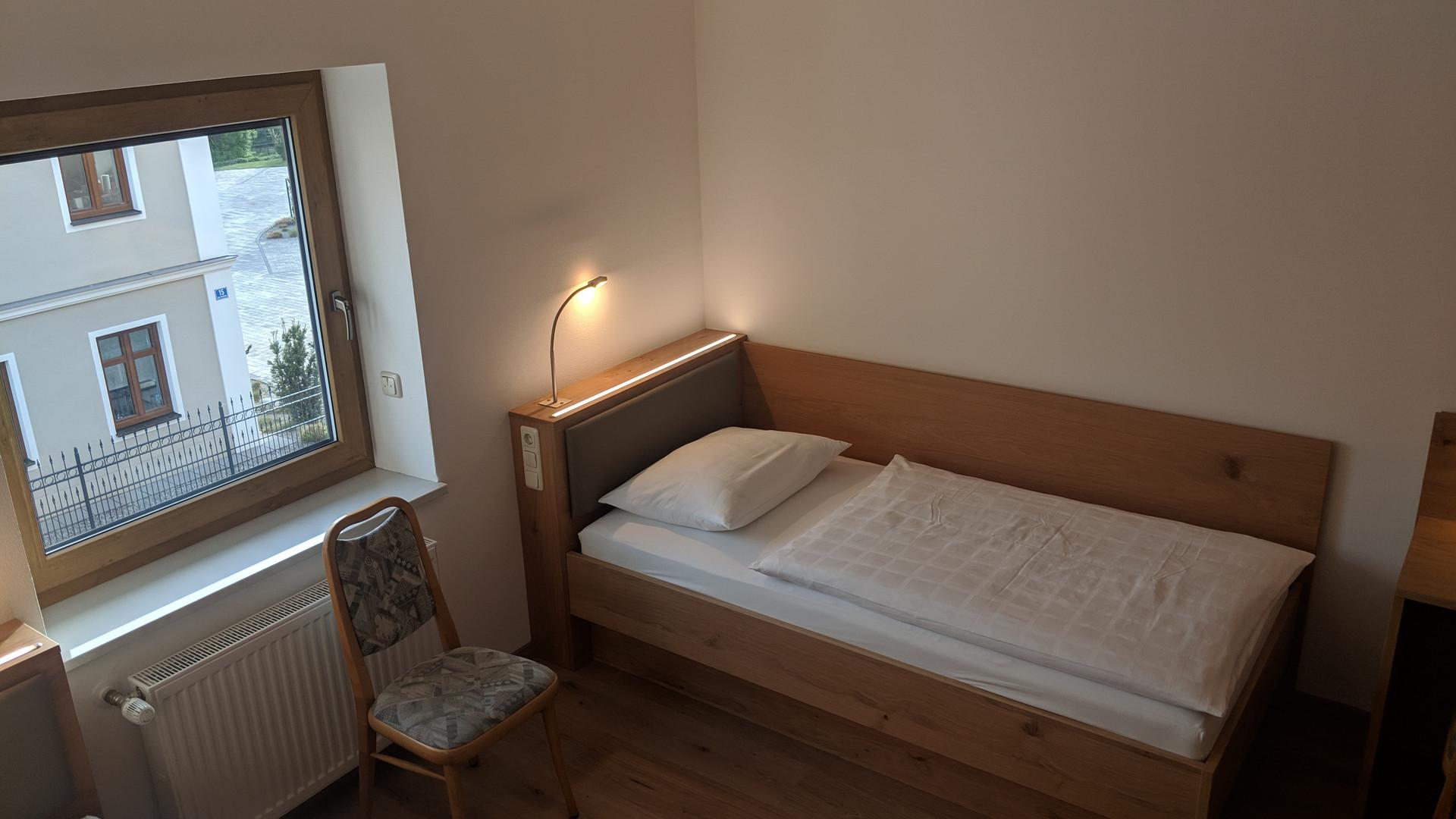 Zweibettzimmer (2).jpg