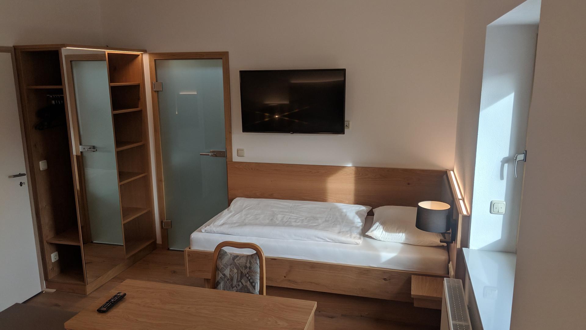 Dreibettzimmer (2).jpg