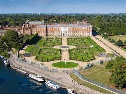 Cruise to Hampton Court