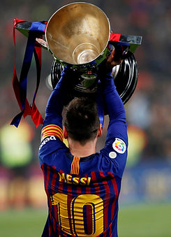 Barca Messi Trophy.jpg