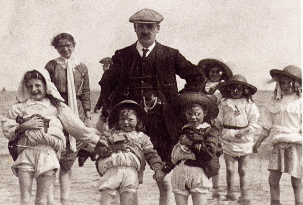 Joe Rogers and children.JPG