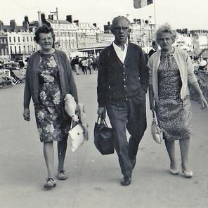22. Sarah, Jack, Lily at Weymouth