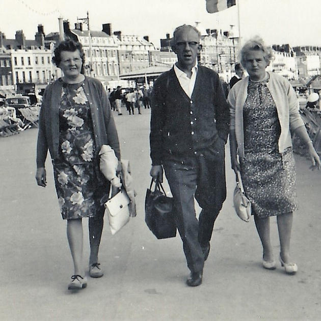 22. Sarah, Jack, Lily at Weymouth