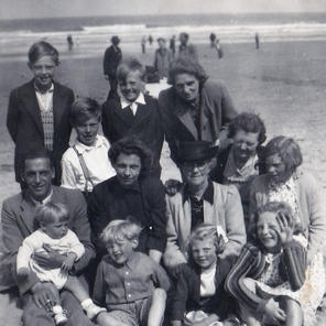 9. Back: ? , Roger (in braces), ? , Lily, Sarah Middle: Fred Haigh holding ?, Nellie Haigh, Clara Eliza Pearson, Enid. Front: ? , ? , Anne