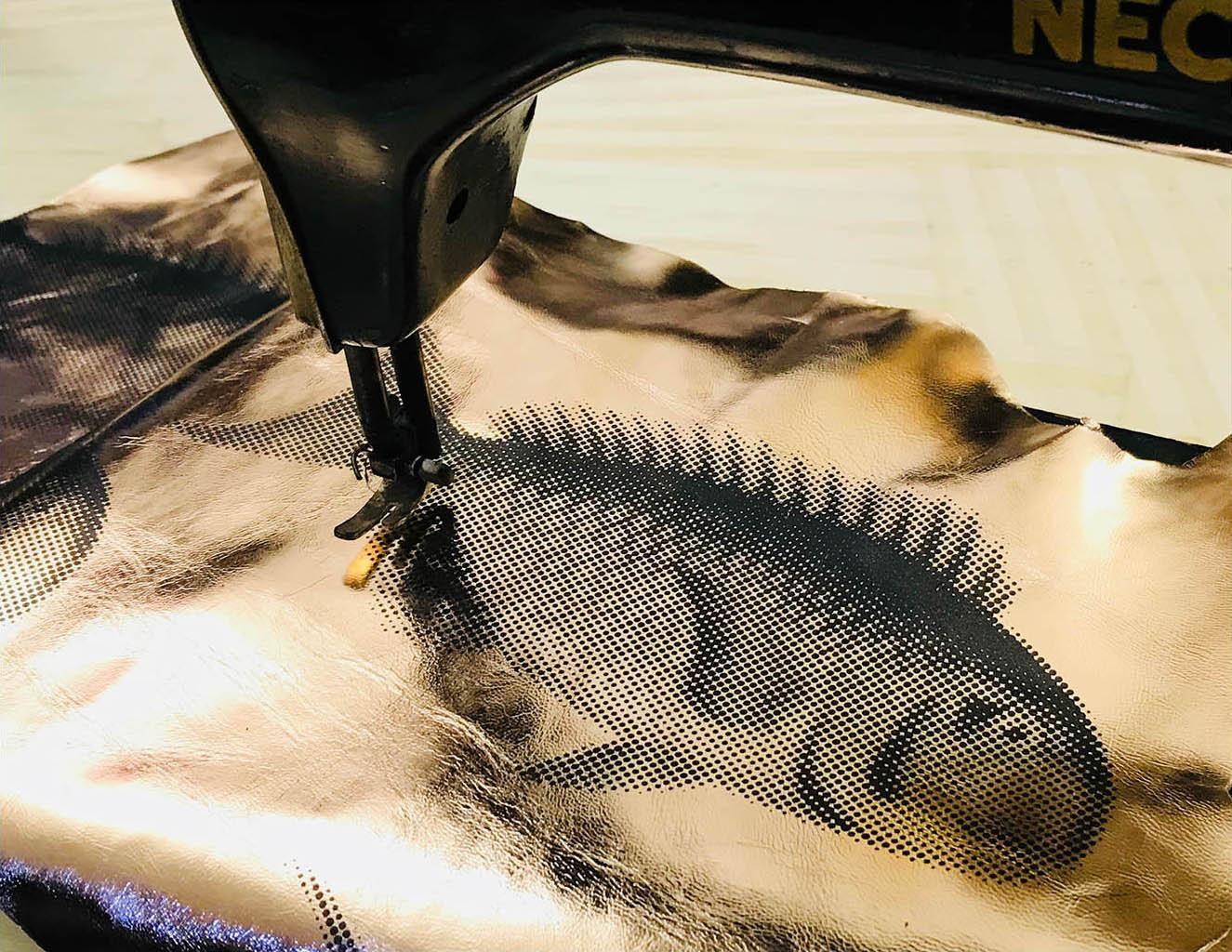 14 HOME UAU - close up pelle con pesce.j