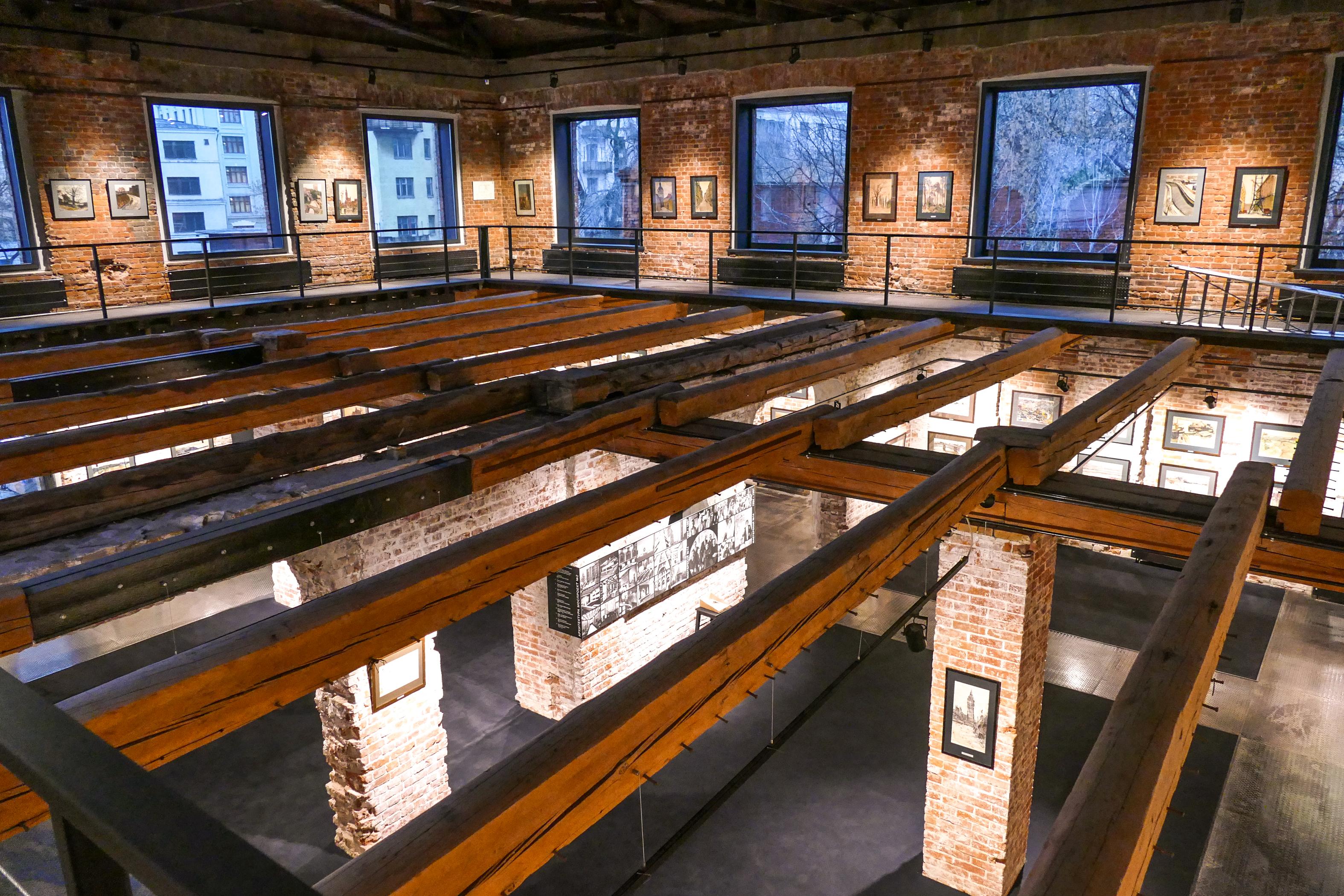 Экспозиция второго уровня галереи