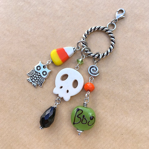 White Skull Halloween charm set