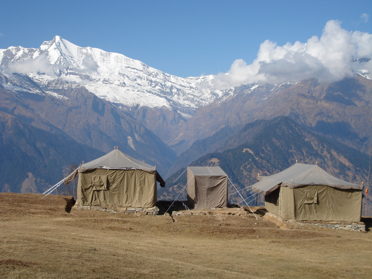 Tented camp at Jakuni Bhugiyal