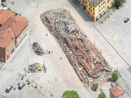 Olivo Barbieri, Site Specific, Emilia (earthquake), 2012 — De la série SITE SPECIFIC © Olivo Barbieri.