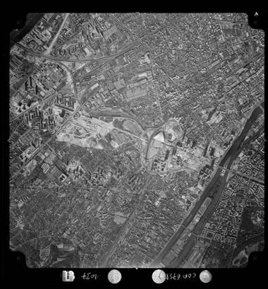 Vue verticale de La Défense, l'Île de Puteaux, du parc André Malraux en construction et de la cité Marcellin Berthelot, 1972 © IGN (France), Photothèque nationale.