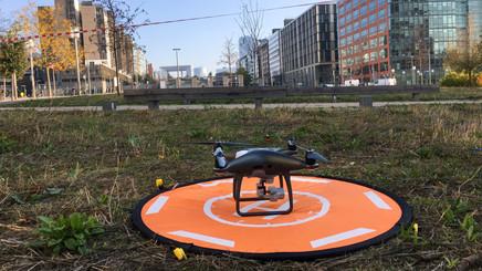 CAUE92 - Exposition Survols, démonstrations de vol et ateliersmini-drones, 2018-2019 © CAUE92.