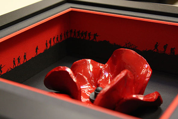 Black Base Ceramic Poppy Frame