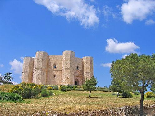 Castel_del_Monte_-_Apulia.jpg