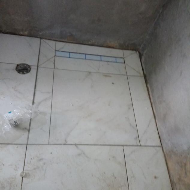 ריצוף מקלחון עם ניקוז קווי