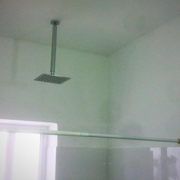 מקלחון פינוק מהתקרה