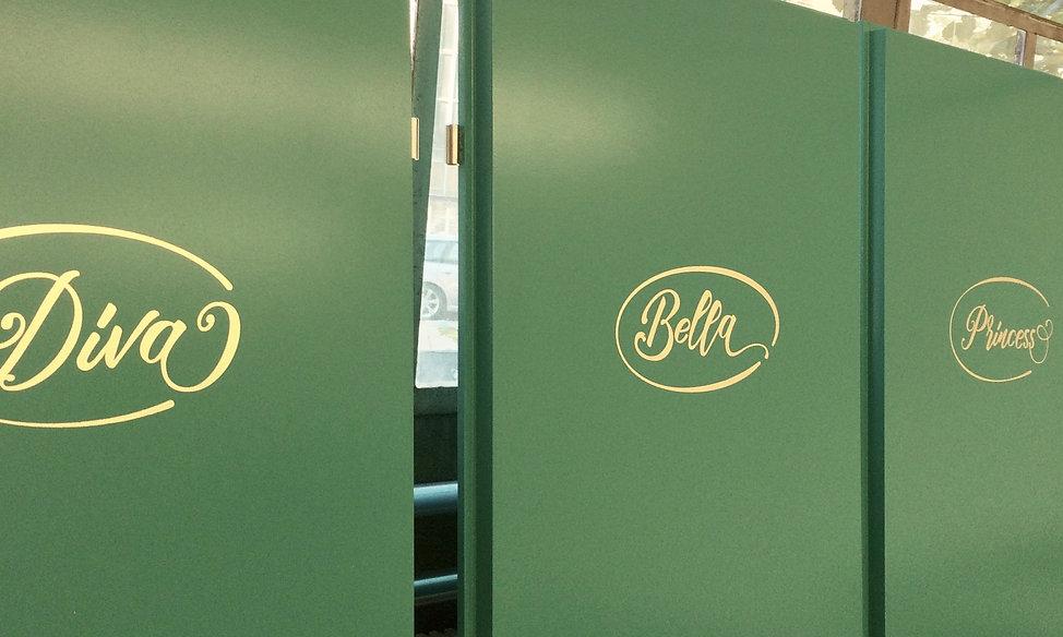 WC Beschriftung mit Blattgold